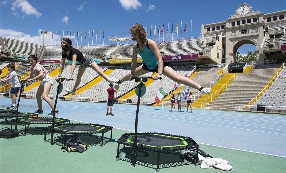 Simulador de camas elásticas en el estadio olímpico.