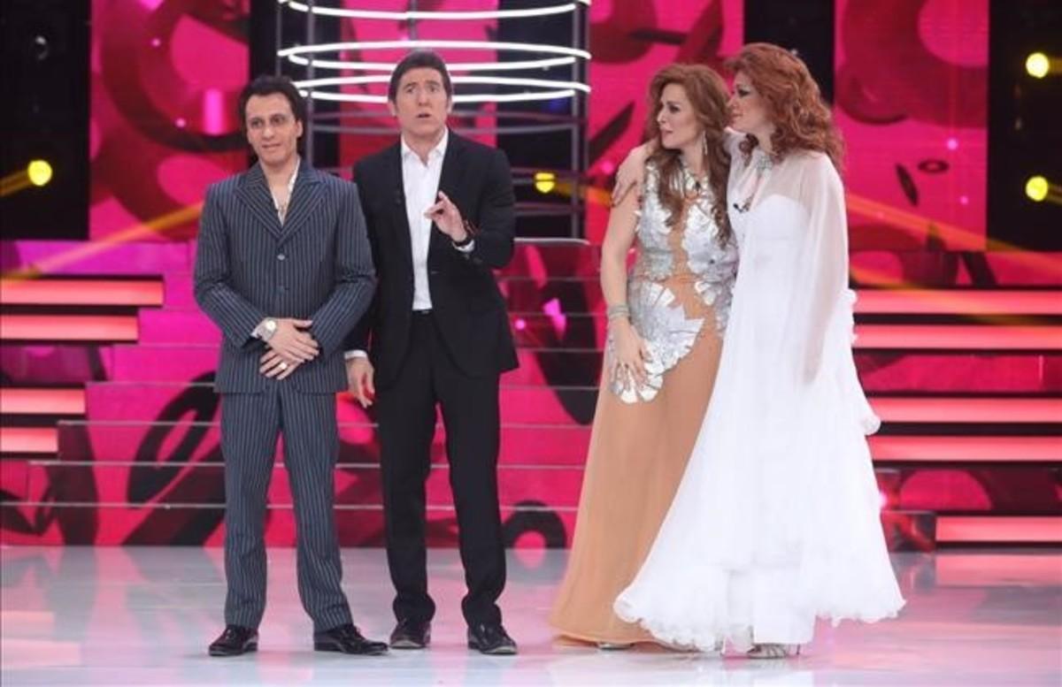 Blas Cantó, el presentador Manel Fuentes, Rosa López y Lorena Gómez, en la final de 'Tu cara me suena'.