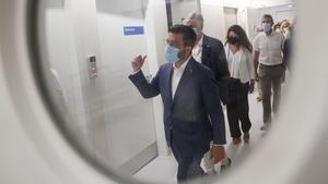 El president Aragonès y el conseller de Salud, Josep Maria Argimon, visitan el Hospital Moisés Broggi.