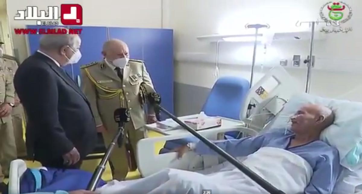 El presidente de Argelia visita a Brahim Ghali en el hospital militar de Argel.
