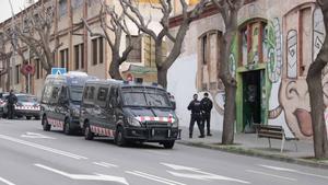 Registres en naus de Mataró i Canet a la recerca de responsables dels disturbis de Barcelona
