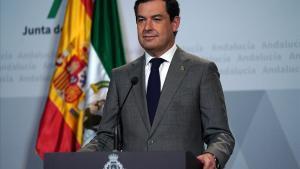 Moreno Bonilla, este domingo con el atril en el que aparece su nuevo logo de presidente con la corona y los laureles.