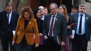 Políticos de diversos partidos, se han reunido en la 'la mesa de diálogo', esta tarde en el Palau de la Generalitat.