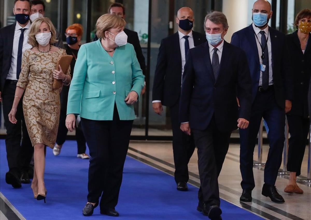 Merkel y Sassoli, al llegar al Parlamento Europeo en Bruselas.