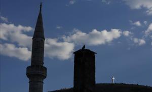 Minarete de una mezquita de Mostar, donde parte la acción de la novela.