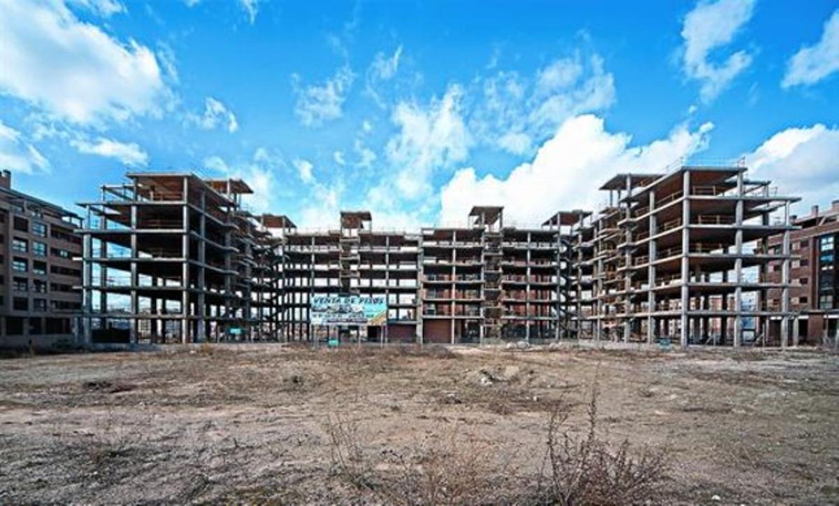 Bloques de pisos a medio construir en las afueras de Madrid.