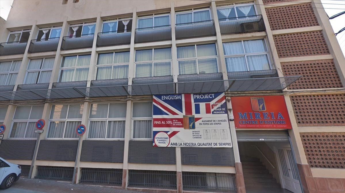 Fachada del colegio Mireia de Montgat.