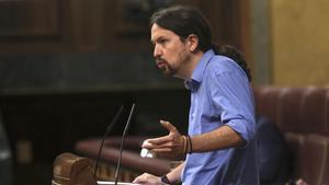 El secretario general de Podemos, Pablo Iglesias, en la tribuna del Congreso de los Diputados