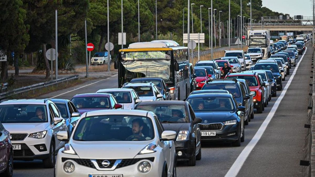 trafico colas retenciones en la c-31 Autovia de Castelldefels, dirección Castelldefels