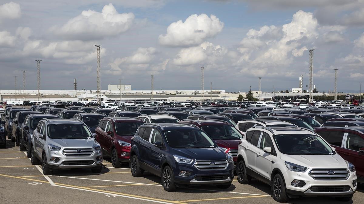 Vehículos de Ford para exportación en la planta de Almussafes.