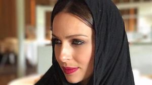 Una foto de la presentadora Eva González con 'hiyab' desata la polémica.