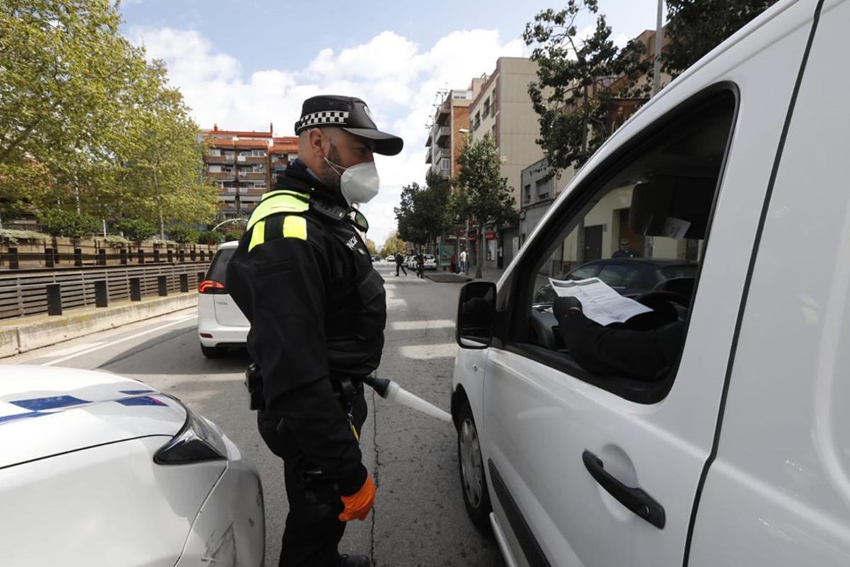 Control policial en Sant Boi durante el estado de alarma