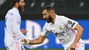Benzema celebra el gol del 2-1 ante el Borussia en la Champions