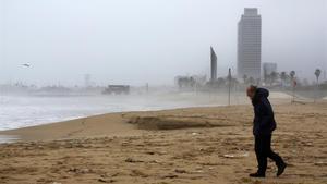 La playa de Barcelona, durante el temporal 'Goria', el pasado enero.