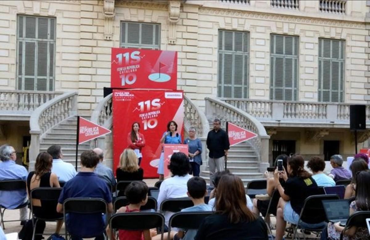 Las entidades soberanistas presentan la Diada en rueda de prensa.