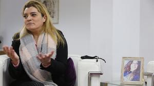 Reyes Carballo, de 43 años, es la madre de Fátima Ofkir, de 21 (en la fotografía), presa en una cárcel de Omán.
