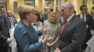 Merkel y Pence, en Múnich.