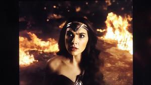 Gal Gadot, como Wonder Woman, en un fotograma (cuadrado) de 'La Liga de la Justicia de Zack Snyder'.