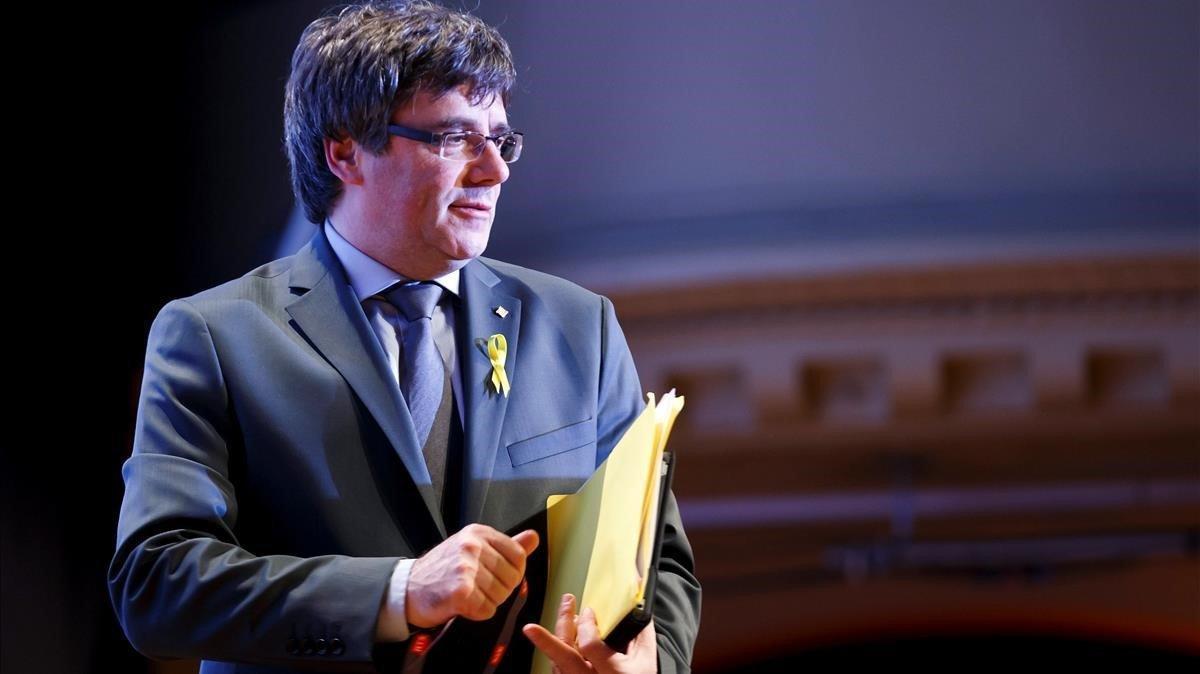 El expresidentede la Generalitat Carles Puigdemont tras la conferencia de prensa que ofreció el18 de marzo del año pasadoen la localidad suiza de Ginebra.