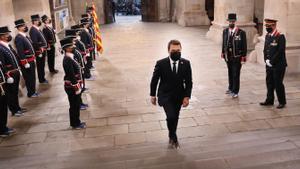 Toma de posesión de Pere Aragonès, el 24 de mayo del 2021. En la imagen, el 'president' entra al Palau ante la guardia de Mossos de gala.
