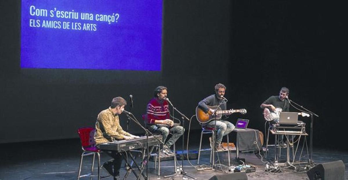 Els Amics de les Arts interpretan el espectáculo 'Com s'escriu una cançó' en el SAT! como parte de la programación escolar del espacio.