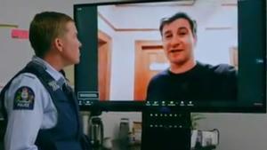 La Policía de Nueva Zelanda echa mano del sentido del humor para concienciar a la población de las medidas adoptadas para combatir el coronavirus.