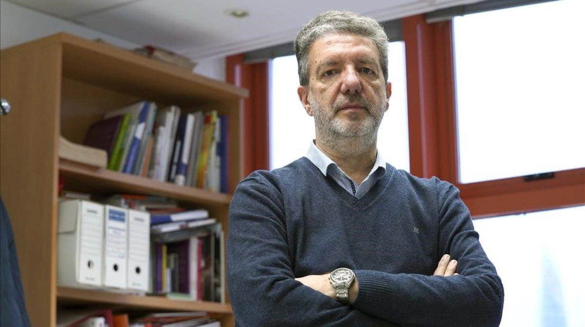 Francisco García, secretario general de la Federación de Enseñanza de CCOO, hoy en su despacho de Madrid.