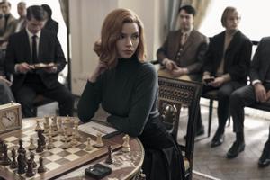 La actriz Anya Taylor-Joy en la serie 'Gambito de dama'.