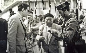 Nino Manfredi, Emma Penella y Pepe Isbert, en una escena de 'El verdugo'.