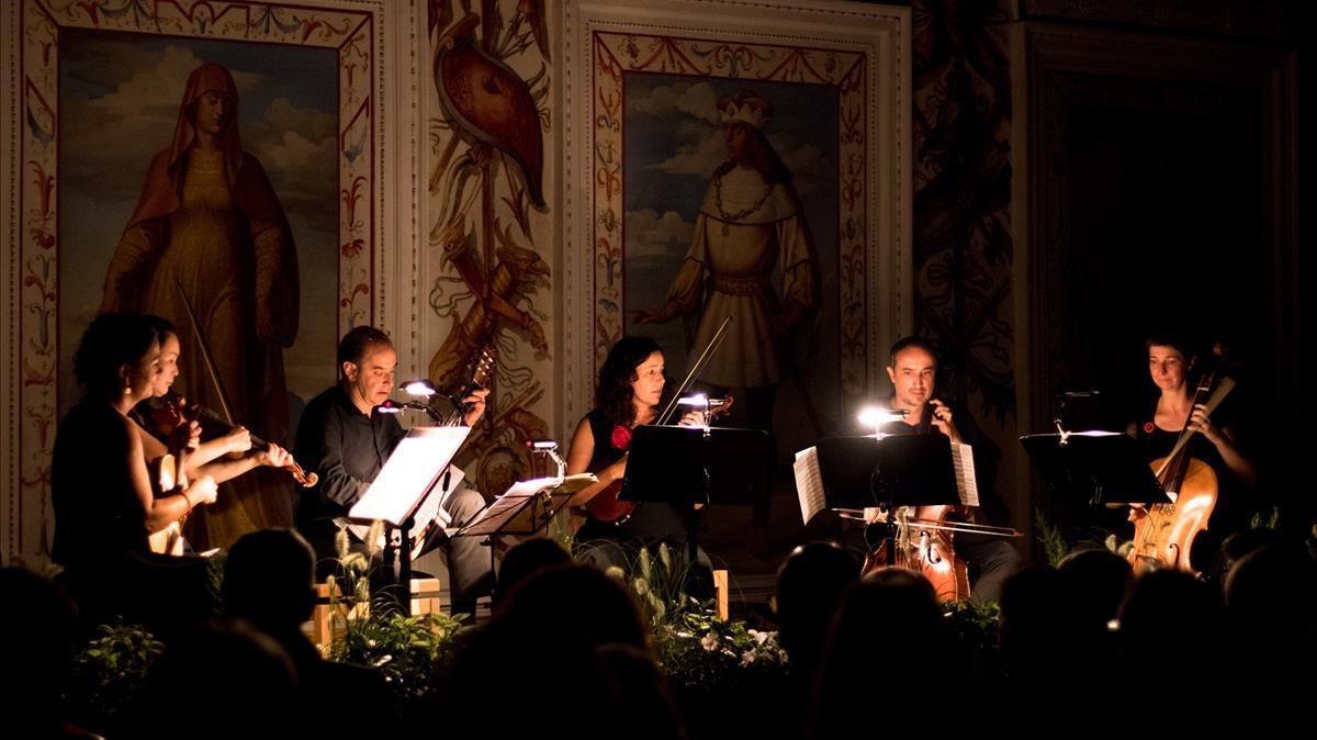 La Accademia Ottoboni interpreta 'Musica notturna delle strade diMadrid', de Boccherini, en la Sala Española del castillo Ambras, en Innsbruck.