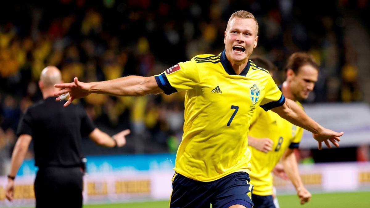 Claesson celebra el gol del 2-1 que brindó la victoria sueca.