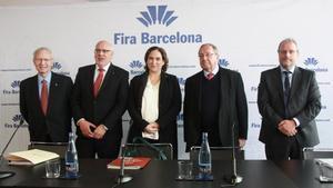 De izquierda a derecha, Miquel Valls, Jordi Baiget, Ada Colau, Josep Lluís Bonet y Constantí Serrallonga en la presentación del balance del 2016 de Fira Barcelona.