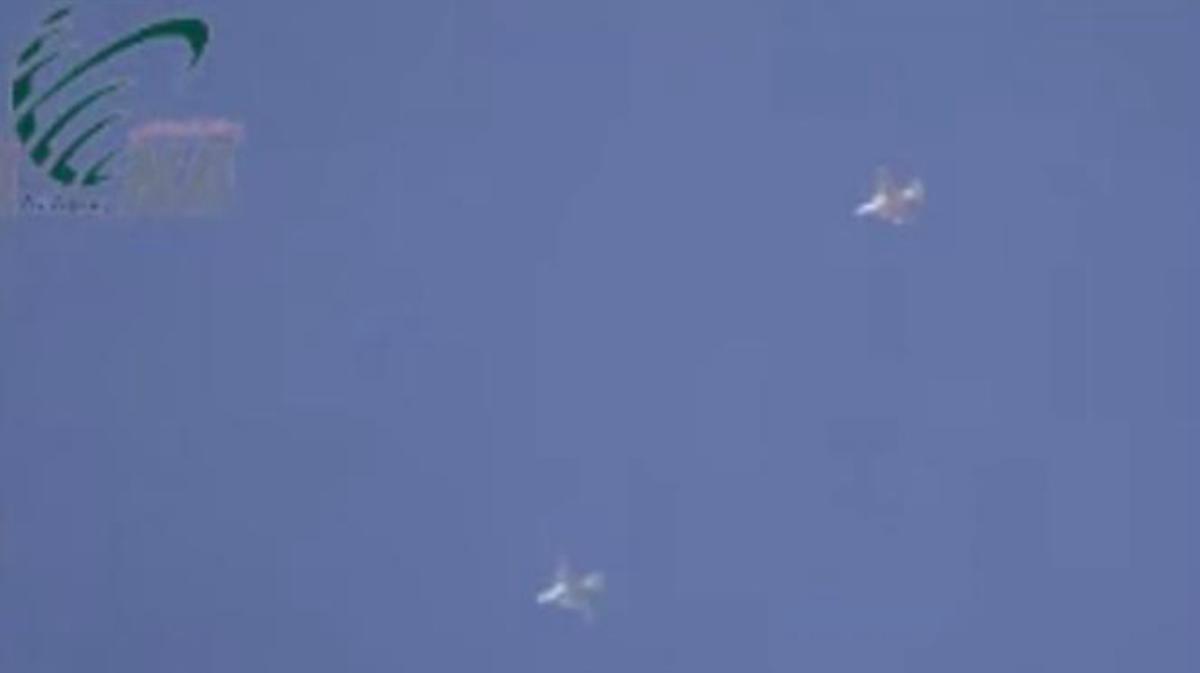 Un vídeo grabado por combatientes de Al Qaeda en Siria muestra el supuesto bombardeo de aviones de combate rusos.