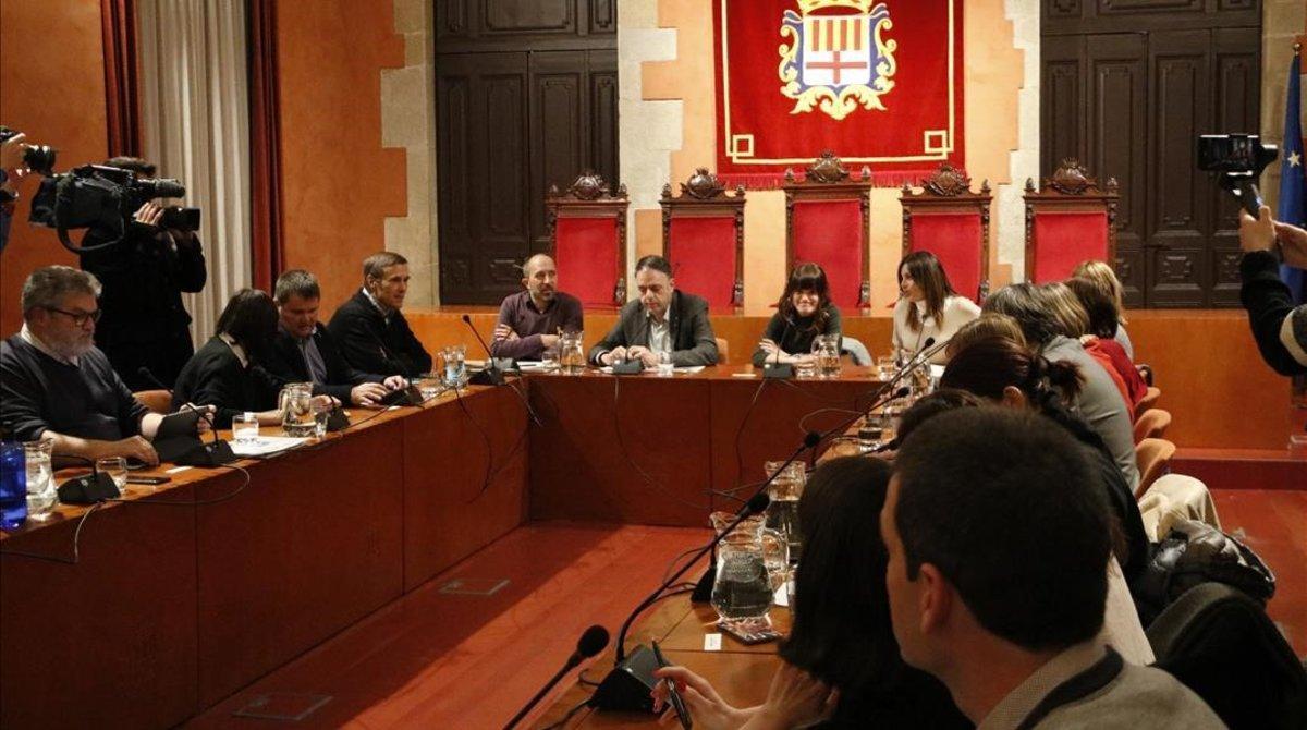 Reunión en el Ayuntamiento de Manresa para abordar los casos de violaciones en la población.