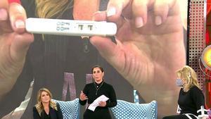 Anabel Pantoja junto a Carlota Corredera tras conocerse el resultado de la prueba de embarazo en 'Sálvame'