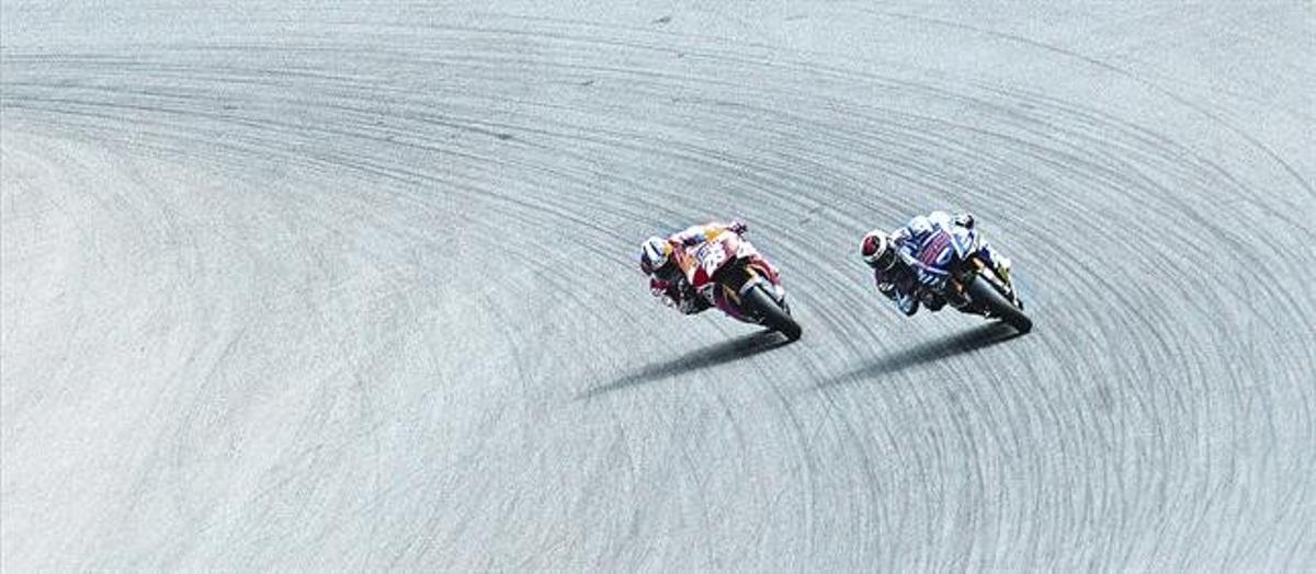 Dani Pedrosa y Jorge Lorenzo, luchando codo con codo en un momento de la carrera de Brno, que cerró el récord de Márquez..