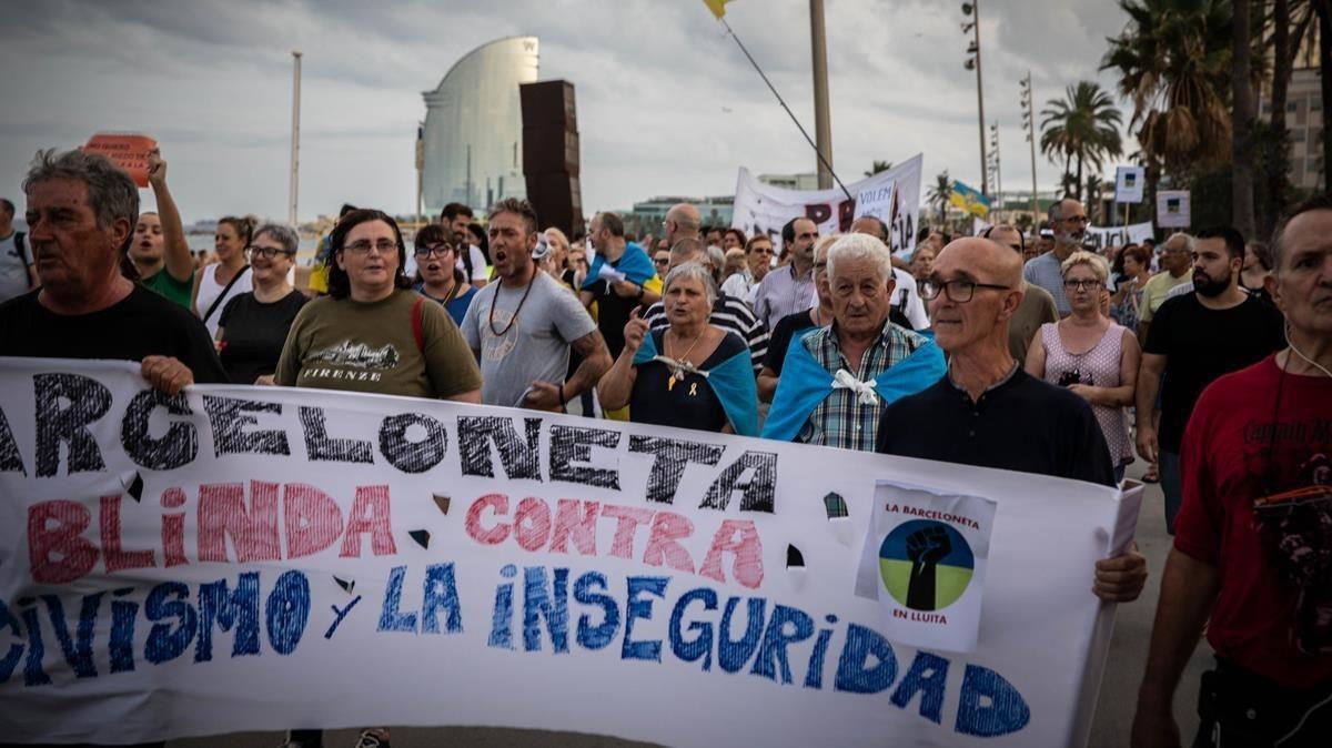 Manifestación en la Barceloneta, el pasado verano, para protestar por la inseguridad.