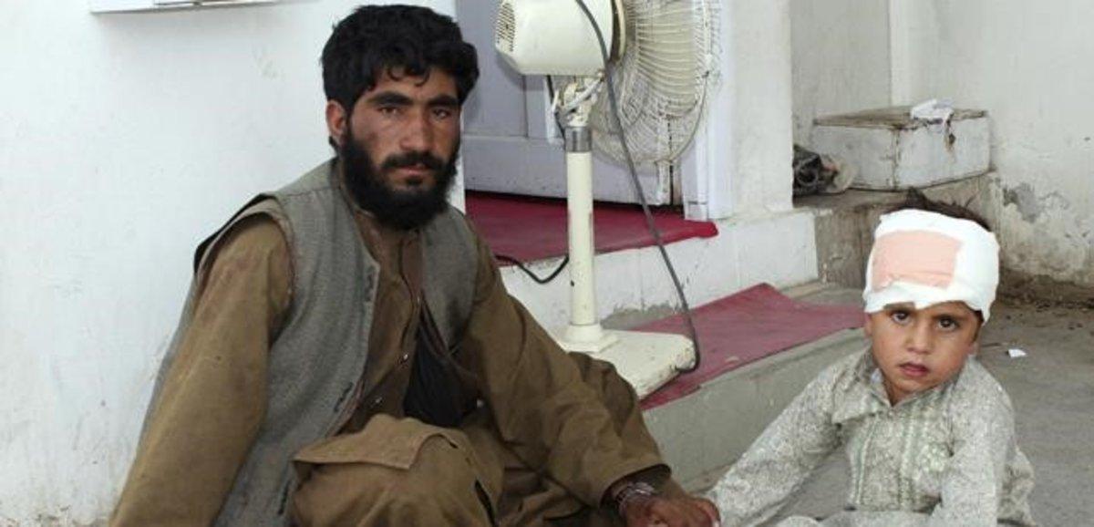 Niño herido en el atentado en el mercado del distrito de Helmand en Afganistán.
