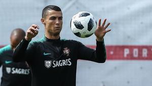 Cristiano Ronaldo en un entrenamiento con la selección portuguesa en Rusia