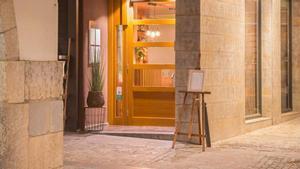 La puerta.de un restaurante en Girona
