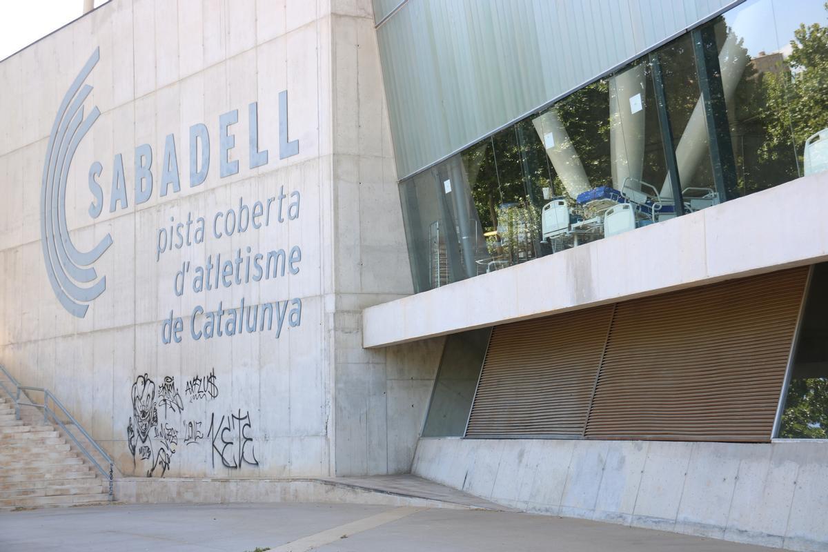 Cartel de la Pista Cubierta de Atletismo de Sabadell
