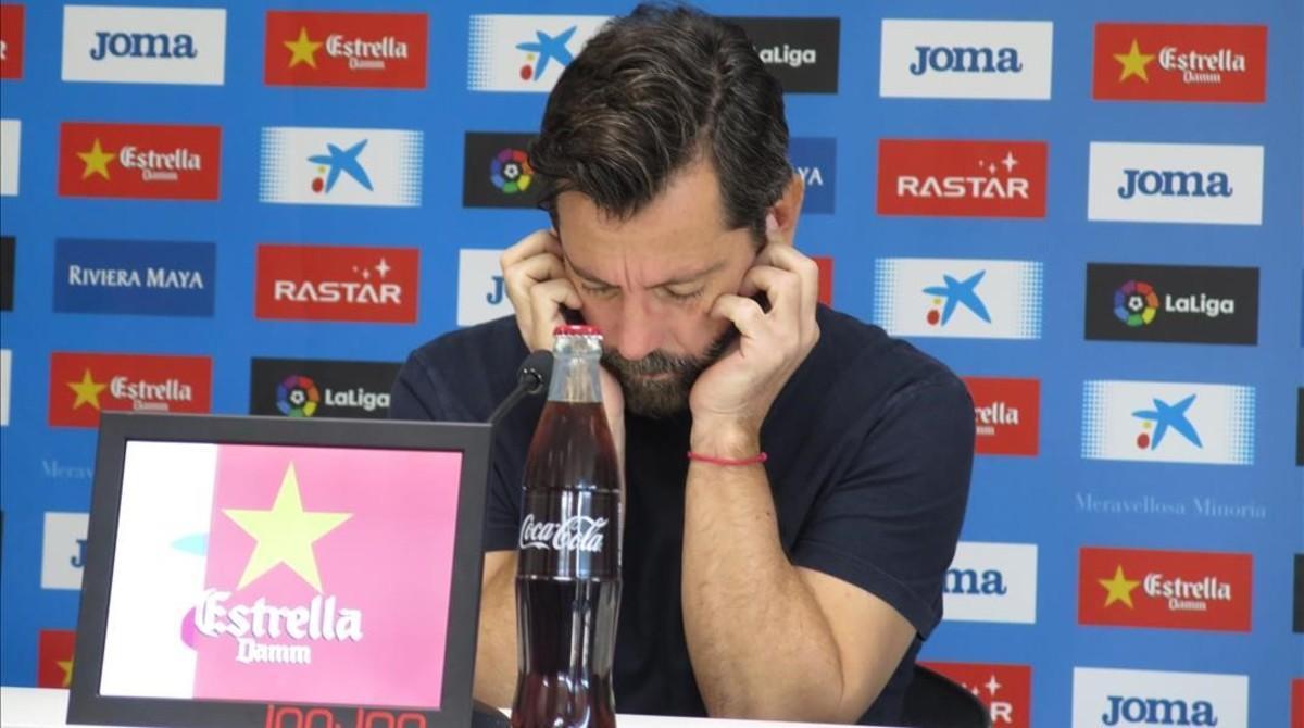 Quique Sánchez Flores, pensativo hoy, en la Ciudad Deportiva Dani Jarque, antes de la conferencia de prensa.