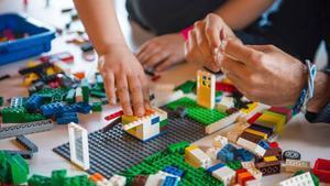 Un estudi confirma que les peces de plàstic d'una popular joguina aguanten fins a 1.300 anys al mar