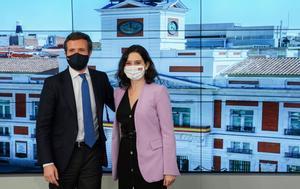 El líder del PP, Pablo Casado, y la presidenta madrileña, Isabel Díaz Ayuso, el pasado 5 de mayo en la reunión del comité ejecutivo nacional de los populares, al día siguiente de la victoria de la candidata el 4-M.