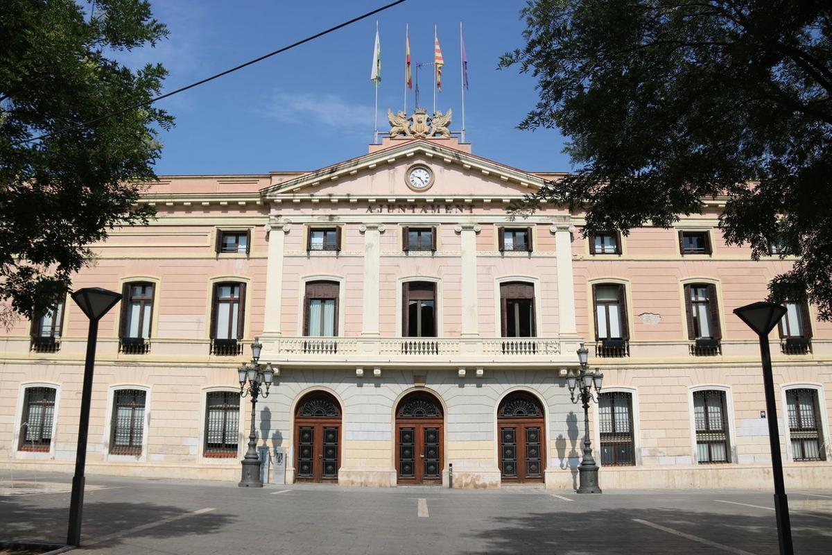 La fachada del Ayuntamiento de Sabadell