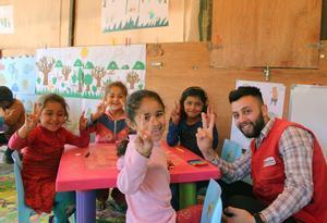 El derecho de ir a la escuela de la infancia siria refugiada