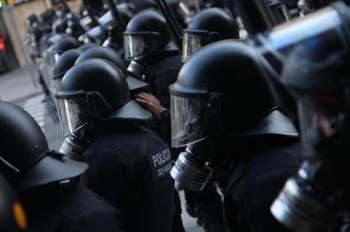 Unidades de antidisturbios de los Mossos, ante una manifestación.