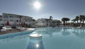 Trobat el cadàver d'un home en una piscina d'un hotel d'Eivissa