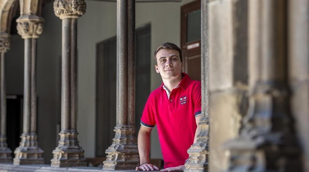 Pablo Peláez, el estudiante con mejor nota de selectividad del 2015 en Catalunya, ayer en su colegio.