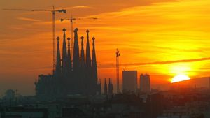 Puesta de sol sobrela Sagrada Familia